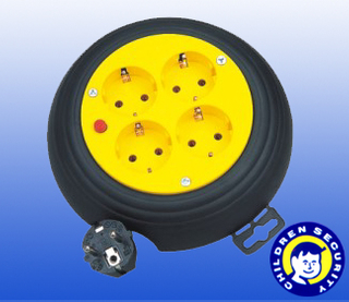 retractable cable reel for electronics